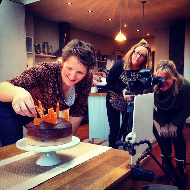 @tinyteaps adding the final touches with @gailpainter and @madsw2 behind the Lens . Another great day X #meridian nut butter #foodphotography #workinginfood #cake