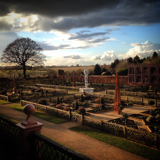 Evening light at Kenilworth Castle #kenilworthcastle #Englishheritage #gardenphotography
