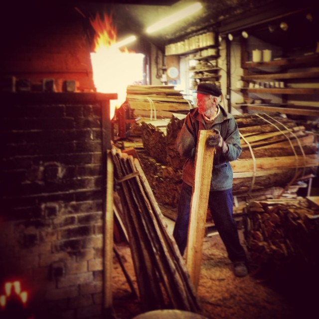 Nick Lees feeding the Kiln at John Leach Pottery #johnleachpottery #nicklees #kiln