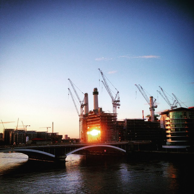 Sunrise on Chelsea Bridge #enroutetorhschelsea #chelseabridge