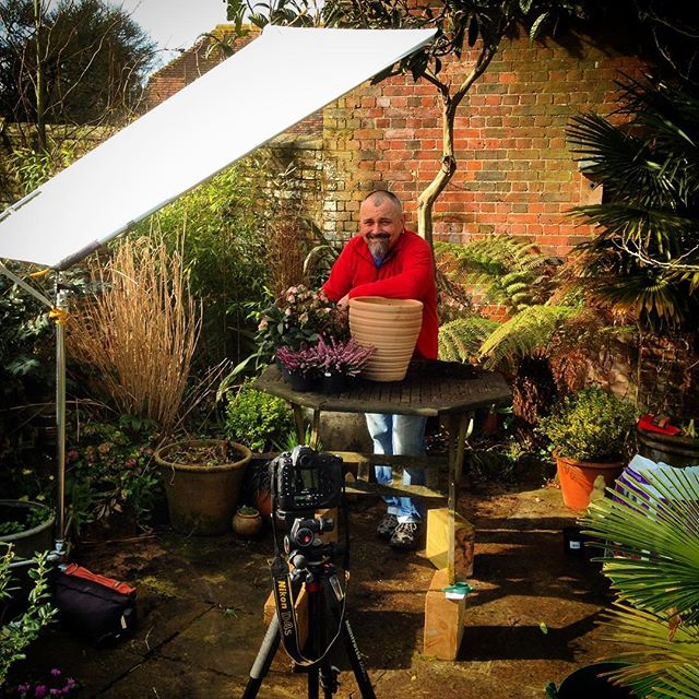 Behind the scenes at today's Gardeners World Magazine shoot with David Hurrion #gardenphotography #gardenersworldmagazine #behindthescenes #californiansunswatter