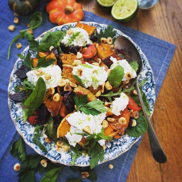 Shooting salads with @pamlloydpr @foodprgirl @tinyteaps #behindthescenes #behindthecamera #leafysalad #pamlloydpr #foodphotography