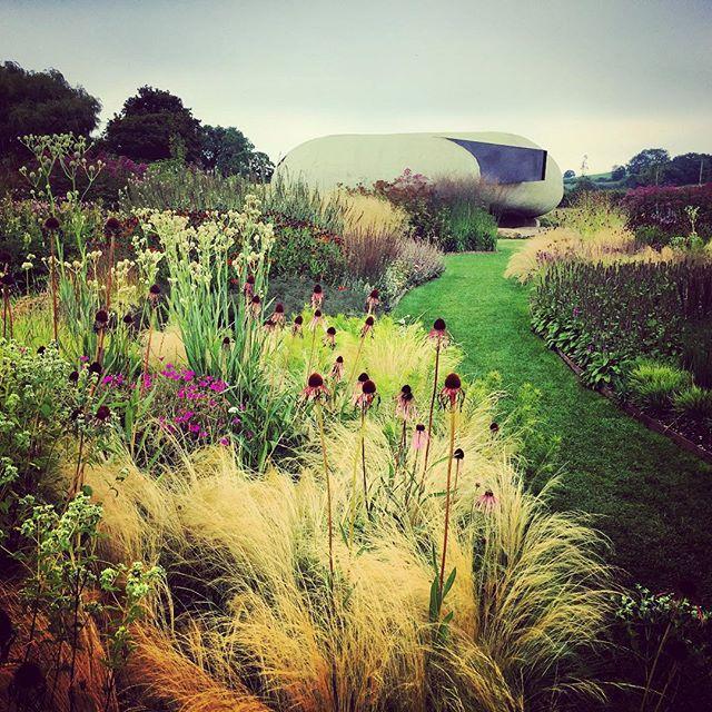 Hauser & Wirth #hauserandwirth #pietoudolf #oudolffield #gardenphotography