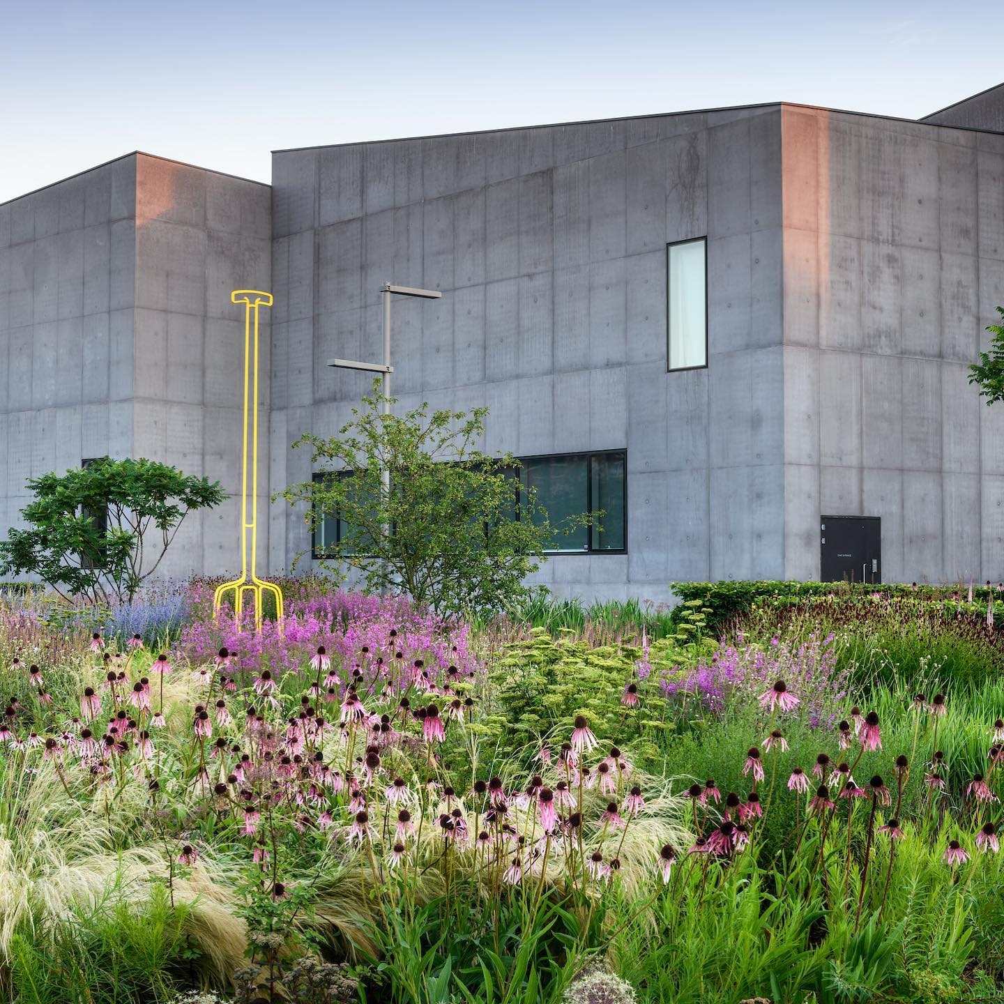"""The Hepworth Wakefield  Garden designed by @tomstuartsmith and expertly looked after by Cultural Gardener @katymerrington in @gardens_illustrated . Great article by @alysf ...The Gardens Illustrated Masterclass 2021 #1""""How to make a year-round flower garden""""With Katy Merrington, Cultural Gardener at The Hepworth Wakefield is available to book via the Gardens Illustrated website....#katymerrington #hepworthwakefield #hepworthwakefieldgarden #tomstuartsmith #tomstuartsmithstudio #gardensillustrated #gardenpgotographer #gardenphotography"""
