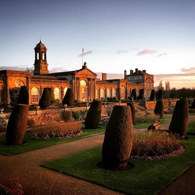 Bowood House at Sunrise #bowoodhouse #gardenphotography #gardenphotographer #goldenhour