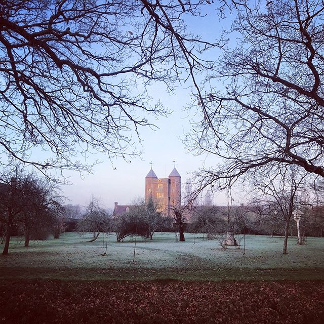 Calm, still and frosty for daybreak at Sissinghurst #gardenphotography #sissinghurstcastlegarden #gardenphotographer #daybreak