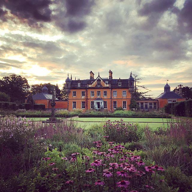 Bonnington designed by @aralennoxboyd #jupiterartland #bonnington #arabellalennoxboyd #gardenphotography #gardenphotographer #firstlight #scotland #scottishgardens